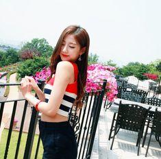 Visual ♡Yein♡ Lovelyz Yein Lovelyz, Beautiful Asian Girls, Girl Group, Kpop, Crop Tops, Women, Fashion, Moda, Fashion Styles