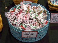 Fill with ? Christmas Fayre Ideas, Christmas Bazaar Crafts, Christmas Craft Show, Holiday Crafts, Candy Crafts, Paper Crafts, Craft Fair Table, Craft Bazaar, Craft Booth Displays