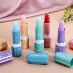 Homemade lipstick (recipe of 15 custom lipsticks) lipsticks Homemade Lipstick, Homemade Cosmetics, Homemade Primer, Diy Beauty, Beauty Hacks, Mini Spa, Make Up Anleitung, Natural Lipstick, Body Makeup