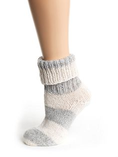 Ravelry: Beginner Toe Up Socks for Magic Loop pattern by Knitted Booties, Knitted Slippers, Slipper Socks, Knitted Bags, Knitted Scarves, Knitting Projects, Knitting Patterns, Crochet Patterns, Bed Socks