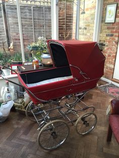 Silver Cross Vintage Pram - Unique Opportunity !! Vintage Pram, Vintage Toys, Prams And Pushchairs, Dolls Prams, Baby Buggy, Baby Prams, Baby Carriage, Baby Accessories, Kids And Parenting