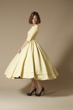 Yves buttermilk mid-caf dress. Robe jaune beurre frais Yves.