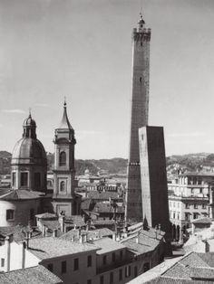 """""""Mill'anni son che venne costruita..."""", leggi la storia: http://www.federicoberti.it/la-torre-della-garisenda/"""