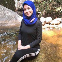 Sejuk air sungai ni😊 #awektudung #awekmelayu Arab Girls Hijab, Girl Hijab, Muslim Girls, Beautiful Hijab Girl, Beautiful Muslim Women, Niqab Fashion, Muslim Fashion, Moslem, Hijab Stile