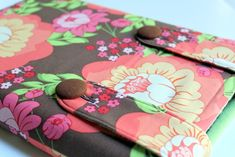 In case you missed my tutorial in Delish Magazine , I wanted to share my Laptop / Kindle/ I-Pad Sleeve Tutoiral with you. Gift giving seas. Sewing Hacks, Sewing Tutorials, Sewing Crafts, Sewing Projects, Sewing Ideas, Bag Tutorials, Sewing Blogs, Sewing Tips, Quilting Projects