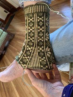 Ravelry: KnittingSuzanne's My fancy socks Easy Crochet Socks, Fingerless Gloves Crochet Pattern, Crochet Gloves Pattern, Fingerless Mittens, Knit Crochet, Knitting Stitches, Knitting Socks, Socks And Heels, Wool Socks