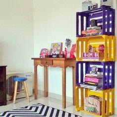 Várias ideias de reutilização com caixotes de madeira de frutas ou de vinho para decorar e organizar a casa ou o escritório.