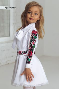 Dresses Kids Girl, Cute Dresses, Kids Outfits, Fashion Show Dresses, Fashion Outfits, Afghan Dresses, Embroidered Clothes, Muslim Fashion, Kids Fashion