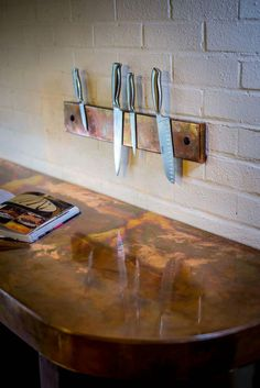 Copper worktop with maching knife block Shaker Kitchen, Kitchen Reno, New Kitchen, Kitchen Remodel, Kitchen Ideas, Copper Bar Top, Copper And Marble, Copper Work, Industrial Style Kitchen
