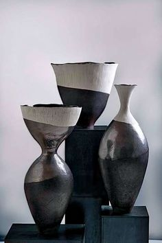 5 Self-Reliant Clever Tips: Decorative Vases With Ribbon copper vases color schemes.Geometric Vases Home white vases entryway. Black And White Vase, White Vases, Blue Vases, Gold Vases, Vase Centerpieces, Vases Decor, Pottery Vase, Ceramic Pottery, Vase Crafts