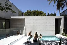 Smart Design Studio adds concrete extension and pool to dilapidated Sydney villa in Woollahra. Australian Architecture, Residential Architecture, Amazing Architecture, Architecture Design, Australian Houses, Tropical Architecture, Design Studio, House Design, Intelligent Design
