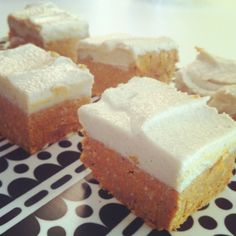 På Instagram blev jag tipsad om den här raw food morotskakan som jag gjort några mindre ändringar i. Riktigt god är den! Raw food morotskaka Kaksmet: 2 dl orostade valnötskärnor 2 dl urkärnade dadl...