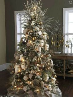I would like to decorate my tree like this one.