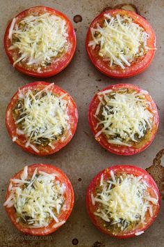 Aug 2015 Pesto-Parmesan Baked Tomatoes Juicy, delicious roasted tomatoes topped with pesto and shredded Parmesan cheese. So easy to make, only 3 ingredients! There's so many things I love about . Healthy Recipes, Ww Recipes, Healthy Snacks, Vegetarian Recipes, Cooking Recipes, Skinnytaste Recipes, Recipes With Pesto, Baked Tomato Recipes, Picnic Recipes