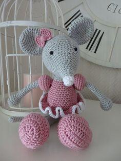 Crochet amigurumi ballerina mouse, pattern by Lilleliis