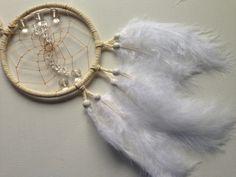 Traumfänger & Mobiles - LÖWE - Weißer Dreamcatcher mit Bergkristall - ein Designerstück von Traumnetz-com bei DaWanda