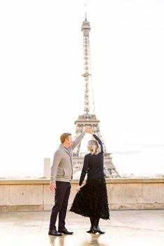 10 Tips for a Paris Honeymoon - Danielle Harris Photography |  Eiffel Tower Engagement Session #engaged #engagement #love #photooftheday #couplegoals Honeymoon On A Budget, Honeymoon Spots, Honeymoon Destinations, Amazing Destinations, Travel Hat, Romantic Paris, Luxembourg Gardens, Wedding Honeymoons, La Catrina