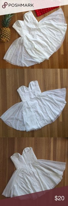 ❣️Final Price❣️Asos Strapless Skater Dress Feather-light, bandeau dress by ASOS 💟 Sweetheart neckline ▫️ Fitted bodice ▫️ Ruching on sides ▫️ Shaped cups ▫️ Full skater skirt ▫️ Concealed zip closure ▪️ Body: 97% Cotton, 3% Elastane ▪️ Lining: 100% Polyester ASOS Dresses Mini