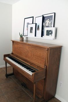 Picture frame ledge for over the piano - I like this idea. Photos and pictures over piano without being on it Piano Living Rooms, Small Living Rooms, New Living Room, Living Room Designs, Living Room Decor, Piano Room Decor, The Piano, Home Design, Design Ideas
