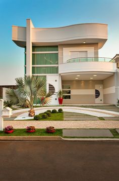 Contemporary house designs have a lot to supply to a modern occupant. Finally, the modern house architecture does not restrict imaginative minds whatsoever. House Front Design, Modern House Design, Contemporary Design, Luxury Homes Dream Houses, Dream Homes, Dream Home Design, Modern House Plans, Facade House, House Exteriors