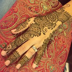 Holiday henna for Holly!     Book your session at  http://ift.tt/2g6V3Xh  Or check out our gift guide to give henna to someone you love   #sarahenna #henna #mehndi #Kirkland #kirklandart #seattlehenna #seattle #pnw #hennaartist #art #artist#425 #seattleart #kirklandartist #kirklandhenna #naturalhenna #hennaart