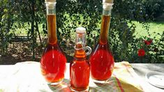 Boros Valéria: Szilva és szőlő likőr készült!!!! Hot Sauce Bottles, Latte, Drinks, Cooking, Simple, Recipes, Food, Homemade Liquor, Mint