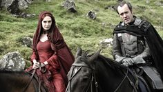 Stannis Baratheon (Stephen Dillane) and the red priestess Melisandre (carice van Houten)