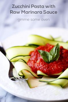 A quick and easy recipe for delicious raw marinara sauce, served on a bed of raw zucchini ribbons. Healthy, gluten-free, quick and so delicious! Raw Vegan Recipes, Healthy Eating Recipes, Healthy Dishes, Vegetarian Recipes, Cooking Recipes, Vegan Raw, Vegan Food, Drink Recipes, Healthy Foods
