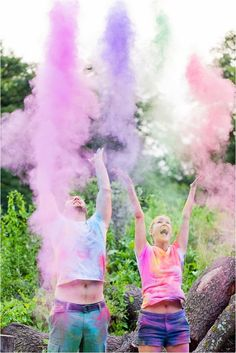 19 Colorful Engagement Photo Ideas Add some holi powder to your engagement shoot. Powder Paint Photography, Creative Photography, Couple Photography, Engagement Photography, Photography Tips, Engagement Session, Wedding Photography, Indoor Photography, Photography Lighting