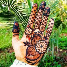 Mehndi or Henna for Fingers Designs Rose Mehndi Designs, Khafif Mehndi Design, Latest Henna Designs, Indian Henna Designs, Henna Art Designs, Mehndi Designs 2018, Mehndi Designs For Beginners, Stylish Mehndi Designs, Dulhan Mehndi Designs
