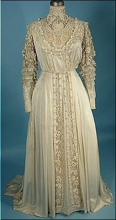 c. 1909/1910 Ivory Silk and Lace 2-piece Slightly Trained Gown