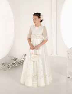 Vestido de niña, realizado en tul bordado, modelo 7643