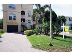 Foreclosed Home For Sale in St. Petersburg, FL 5 Beds, 4 Baths .