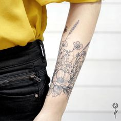 Floral tattoo forearm band - Sophie World Mini Tattoos, Flower Tattoos, Body Art Tattoos, Small Tattoos, Water Lily Tattoos, Tatoos, X Tattoo, Band Tattoo, Tattoo Quotes