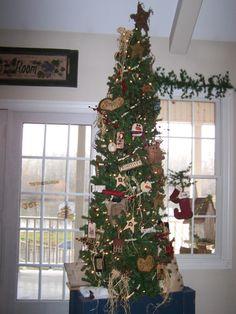 Primitive Christmas Decorating Ideas   Primitive Christmas, Handmade ornaments adore this primitive Christmas ...