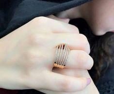 Tika Jewelry, Hand Jewelry, India Jewelry, Jewelry Rings, Jewelery, Jewelry Accessories, Stylish Rings, Stylish Jewelry, Bijoux Design
