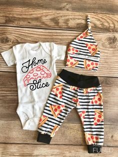 Home Slice Pizza Neugeborenes Outfit, Frühling, Pizza, Peperoni - Baby - Bebe Third Baby, First Baby, Baby Bikini, Outfits Niños, My Bebe, Baby Must Haves, Baby Driver, After Baby, Baby Arrival