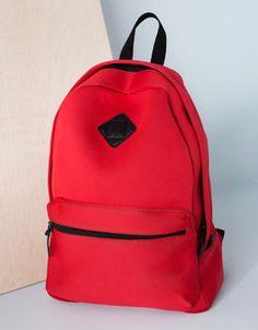 Increíble la mochila de #neopreno, roja de #Bershka para chico!  La tuya en el #CCElSaler