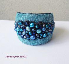Bracelet de perles broderie manchette bracelet par jewelrywithsoul