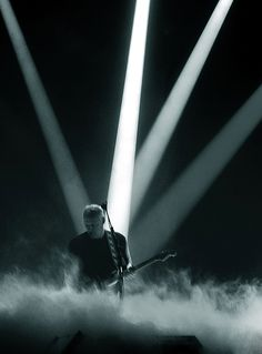 David Gilmour - one of the most unpretentious artists on the stage. His guitar speaks for him..