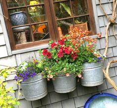 Brilliant 25+ Simple Metal Window Boxes Design For Flower Basket http://goodsgn.com/gardens/25-simple-metal-window-boxes-design-for-flower-basket/