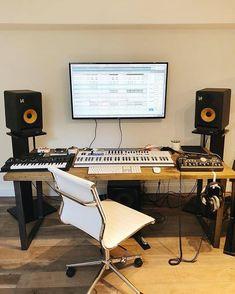 Trendy home studio desk music living rooms ideas Studio Desk Music, Home Recording Studio Setup, Home Studio Setup, Studio Gear, Home Music Rooms, Sound Studio, Trendy Home, Ableton Live, Music Studios