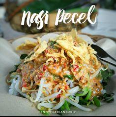 Nasi Pecel Rp.13.000,- / porsi Lokasi : Depan Lapangan Saparua   Cocok untuk makan siang ala #foodcomnining 👌  #nasipecel #fennyzakijajan #wisatakulinerbandung