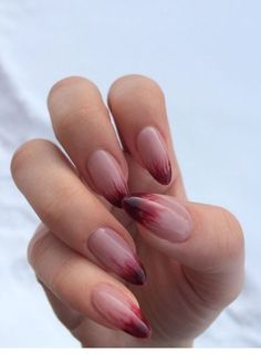 Semi-permanent varnish, false nails, patches: which manicure to choose? - My Nails Matte Almond Nails, Short Almond Nails, Matte Nails, Short Nails, Acrylic Nails, Long Nails, Coffin Nails, Oval Nails, Shellac Nails