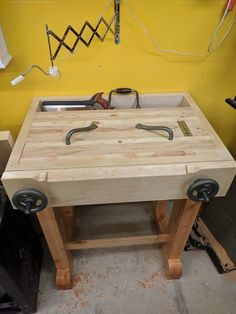 Joinery Bench with Benchcraft Moxon Vise and Lie-Nielson dowel plate Woodworking Bench Plans, Woodworking Workshop, Woodworking Furniture, Woodworking Projects Plans, Woodworking Tools, Small Workbench, Workbench Height, Workbench Plans, Workbench Designs