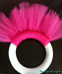 glitter craft, diy tulle wreath, easy to make wreaths, how to make wreath, easy wreaths to make