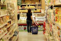 Ρεκόρ ακρίβειας στα βασικά προϊόντα - Πήραν «φωτιά» οι τιμές σε γάλα, ψωμί, αυγά