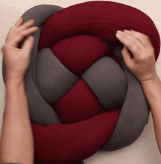 Turn Your Crappy Old Leggings Useful With This Easy DIY Knot Pillow