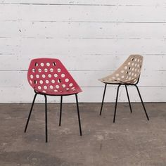 """Chaises """"Coquillage"""" de Pierre Guariche pour Meurop, 1967"""