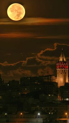 Vollmond über Istanbul, die Türkei – Creative Lolo – Join in the world of pin Moonlight Photography, Moon Photography, Travel Photography, Photography Tips, Full Moon Photos, Moon Pictures, Moon Pics, Turkey Pics, Stars Night